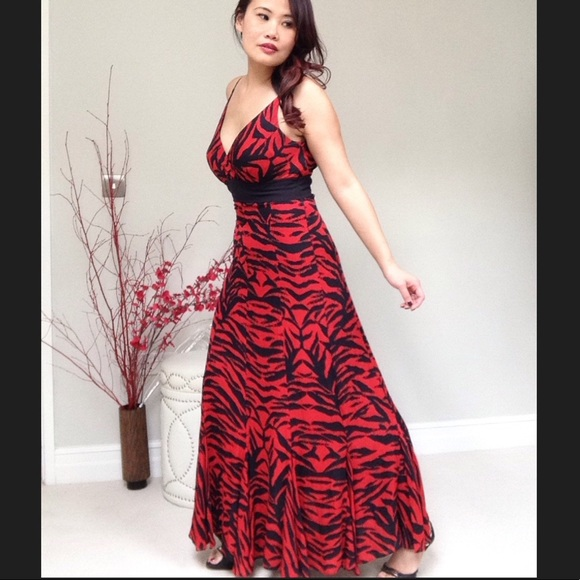 Jaeger London Dresses | Nwot Jaeger Redblack Love Tiger Silk Maxi ...